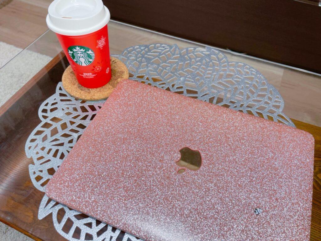説明: テーブル, 屋内, 座る, コーヒー が含まれている画像  自動的に生成された説明